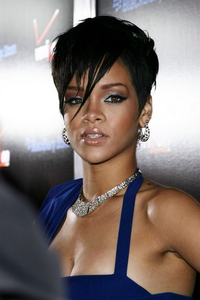 rihanna-2009-blue-dress